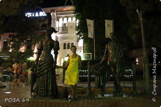 """Итак, для любителей путешествий и  для тех, кто смотрел первую часть моего фотоотчёта об отдыхе в Крыму-  продолжение рассказа: """"Каким я увидела Крым"""".      Мы не любители долгого валяния на лежаке, а  любим активный отдых. Обойдя все немногочисленные  достопримечательности в Коктебеле, на вечернем совете сын предложил                                                    съездить в Ялту.  Дорога пролетела  очень быстро- такие виды из окна, глаз не оторвать... фото 37"""