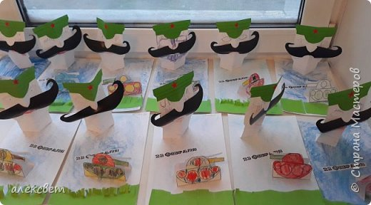 Здравствуйте мастерицы. С детьми средней группы мы сделали поделки папам на 23 февраля. Основа идеи взята http://st.stranamam.ru/data/cache/2013feb/19/28/7356385_69096.jpg   -офицер http://kpanuba.blogspot.ru/2012/02/blog-post_2241.html   -  выкройка танка фото 20
