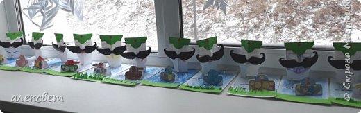 Здравствуйте мастерицы. С детьми средней группы мы сделали поделки папам на 23 февраля. Основа идеи взята http://st.stranamam.ru/data/cache/2013feb/19/28/7356385_69096.jpg   -офицер http://kpanuba.blogspot.ru/2012/02/blog-post_2241.html   -  выкройка танка фото 18