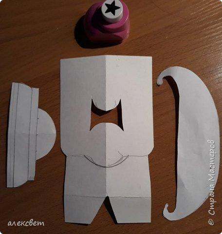 Здравствуйте мастерицы. С детьми средней группы мы сделали поделки папам на 23 февраля. Основа идеи взята http://st.stranamam.ru/data/cache/2013feb/19/28/7356385_69096.jpg   -офицер http://kpanuba.blogspot.ru/2012/02/blog-post_2241.html   -  выкройка танка фото 4
