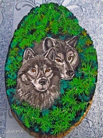 на картинке оригинале были две волчьи морды на чёрном фоне, ну я же любитель природы,вот мои волки выглядывают из веток ели