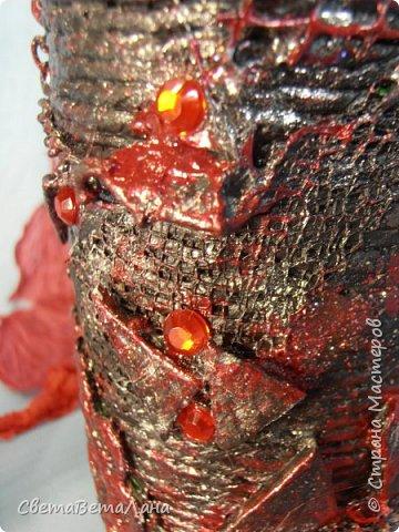 ..............Давненько хотела попробовать в хлам декоре сочетание красного и черного цветов...... вот , добралась до бутылочки....сам по себе рисунок ничегошеньки из себя не представляет ......брала то , что лежало под рукой от других работ....... фото 10