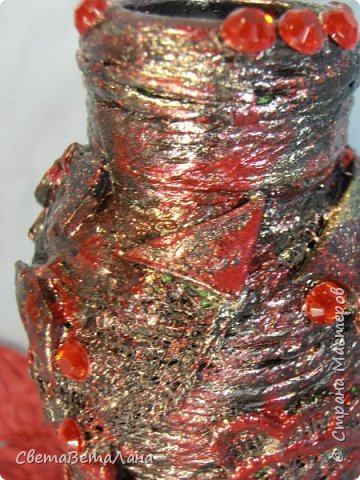 ..............Давненько хотела попробовать в хлам декоре сочетание красного и черного цветов...... вот , добралась до бутылочки....сам по себе рисунок ничегошеньки из себя не представляет ......брала то , что лежало под рукой от других работ....... фото 8