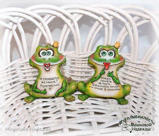 Всем привет! Я к вам сегодня с зеленым позитивом!))) Лягушки-Царевны!  Игрушки сшиты из бязи, наполнены синтепоном, покрыты кофейным раствором и расписаны акриловыми красками. И самое главное, заряжены хорошим настроением!!!