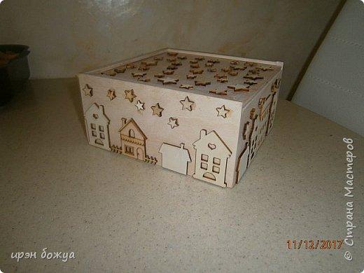 Наконец доделала шкатулку для чая или конфет. В работе использовала готовую деревянную заготовку шкатулки, деревянные украшения, краски. фото 13