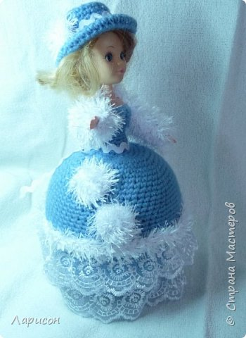 Куклу-шкатулку сделала в подарок .Просили в голубом или фиолетовом цвете, дома нашлись голубые ниточки, которые остались после вязки пледа для Вани... Вот и получилась  такая красавица...  фото 3