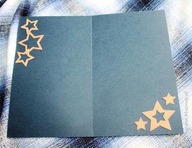 Всем здравствуйте! Я опять с темой 23 февраля. Сделала куму открытку, которая левая (я ее уже показывала), и когда тут выставляла, поняла, что она лучше подходит к Дню рождения. И срочно сделала другую, которая справа. Это лифтинг. Я ее сразу хотела делать, но пришли ножи алфавит и сбили меня с толку. фото 16