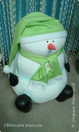 Вот мой снеговик:-) Его размеры:70см х 55см. В скором времени выложу фото того,как я его делала
