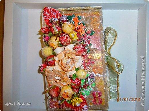 Это вторая шоколадница, сделанная из коробочки в которой пришел заказ. В украшение использовала самодельные и готовые цветы, вырубки, ленты. фото 2