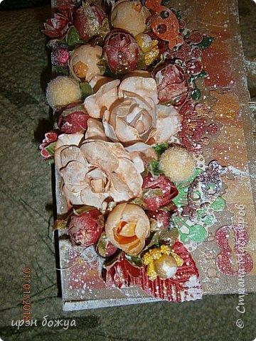 Это вторая шоколадница, сделанная из коробочки в которой пришел заказ. В украшение использовала самодельные и готовые цветы, вырубки, ленты. фото 5