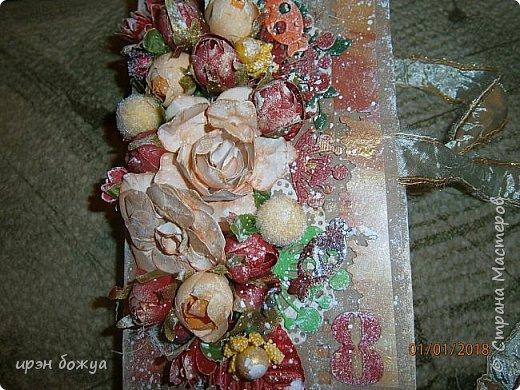 Это вторая шоколадница, сделанная из коробочки в которой пришел заказ. В украшение использовала самодельные и готовые цветы, вырубки, ленты. фото 3