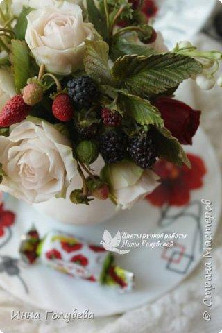 Всем привет!Вот такие букетики с кустовыми розочками и ягодами слепились) фото 14