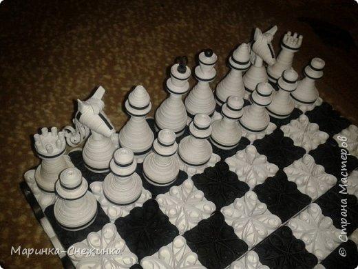 Играла как-то в шахматы и подумала, а почему бы не сделать бумажные) Вот результат. Получились шахматы классические (чёрно-белые). фото 3