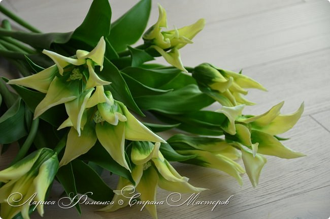 """Закончила работу над такими """"необычными"""" тюльпанами. На последнем фото - живые цветы! Это они меня вдохновили на создание этого букета. фото 1"""