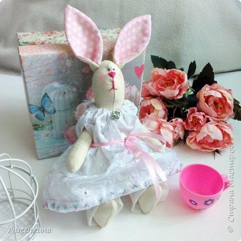 """Добрый день мастера и мастерицы. Давно я хотела научиться шить кукол """"Тильда"""" и вот наконец то решилась. Покажу вам сегодня мою первую куклу в стиле Тильда, это моя зайка))) Зайку зовут Степанида. фото 2"""