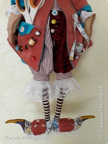 Здравствуйте, Мастера и Мастерицы! Представляю Вашему вниманию маю красавицу куколку Аленка!  Ростиком в 29 см, стоит и сидит самостоятельно. Голова подвижная, ручки и ножки сгибаются. Одежда полностью съемная: платье из хлопка; пышные панталончики из хлопка; трикотажные носочки; туфельки из кожзама. Волосы - шерсть, очень мягкие. Кукла держит в ручках спящего котенка. Текстильная кукла может быть игровой для ребенка при условии бережного обращения.  фото 28