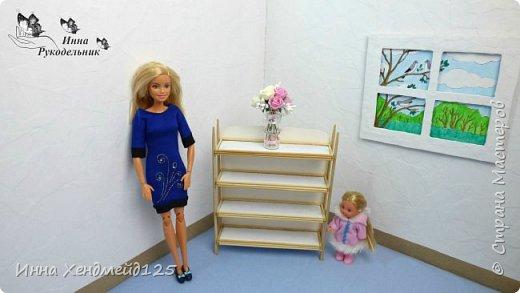 Для своих кукол сделала стеллаж. Создавала его аж 3 дня. Очень довольна результатом.  Как вы думаете, что можно хранить на полочках кукольного стеллажа?  Материалы: картон, шпажки, палочки для суши, клей Момент Кристалл, эпоксидный клей, грунт. фото 7
