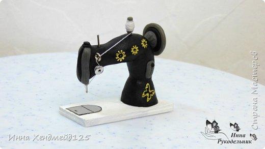 Продолжаю создавать кукольный мир своими руками. Для кукол сделала швейную машинку.  Она получилась такой милой) Как вы думаете, что ещё можно создать для кукольной мастерской?  Материал: полимерная глина. фото 8