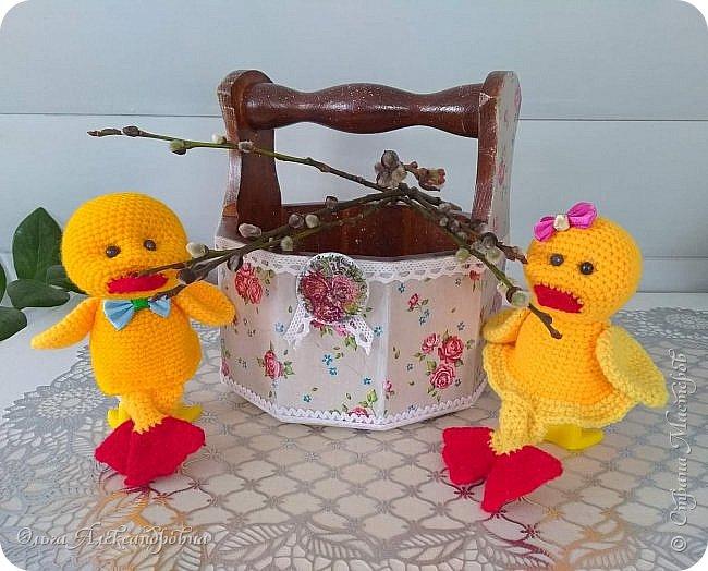 Еще раз здравствуйте, дорогие друзья и гости моей странички! Сегодня я  к вам с заключительной частью поделок  к Пасхе. Это лукошко для яиц к Пасхе и два утенка - грелки на яйцо. фото 1