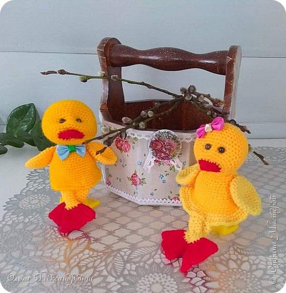 Еще раз здравствуйте, дорогие друзья и гости моей странички! Сегодня я  к вам с заключительной частью поделок  к Пасхе. Это лукошко для яиц к Пасхе и два утенка - грелки на яйцо. фото 19