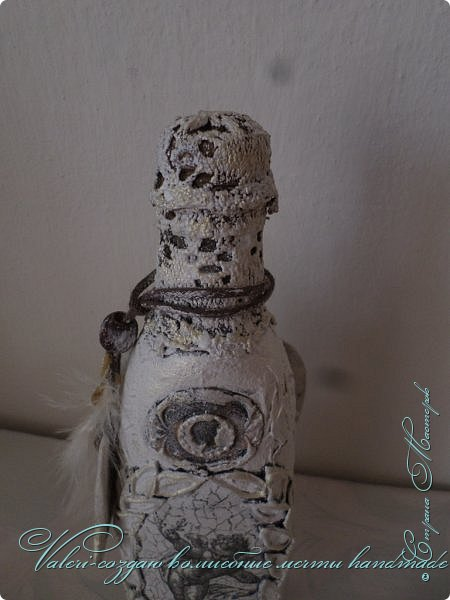 """Дорогие мои ДРУЗЬЯ, жители нашей Волшебной СМ!!! Представляю Вашему вниманию новый МК по декору бутылки """"Белый ангел"""". Это еще одно дополнение в мамулину комнату в стиле шебби)), бутылочка хоть винтаж и не совсем шебби, но в комнатку она хорошо вписалась)) фото 7"""