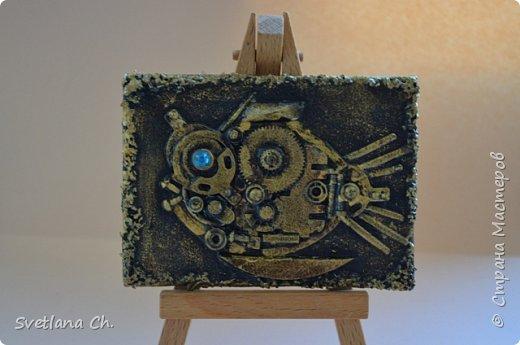 """АТС """"Золотая рыбка"""" . Моя новая серия, проба в стиле стимпанк. Почти все детальки на карточках металлические, поэтому АТС получились тяжеленькие. Также использовались золотая акриловая краска, черная краска, стразы, ткань. Для прочности карточки покрыла лаком. 1-занят фото 3"""