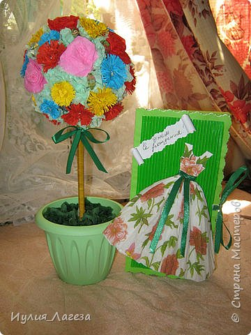 Добрый день!Дерево и открытка-шоколадница сделаны в подарок знакомой. При сборке дерева пользовалась МК  https://stranamasterov.ru/node/31870,спасибо Kukushechkе и МК https://stranamasterov.ru/node/152226, спасибо  Elena.ost. Розы из гофрированной бумаги. фото 1