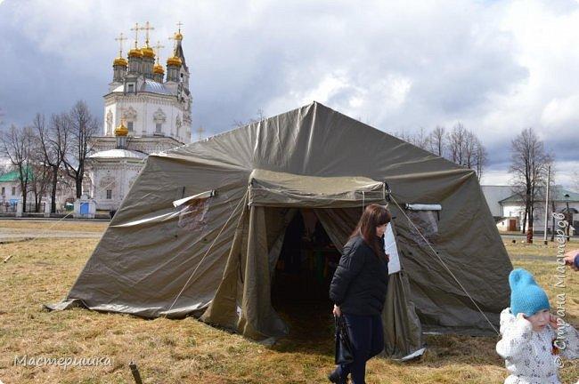 Мой рабочий день сегодня проходил на площади нашего города. Вот в этой палатке. фото 1