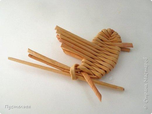 """Это птичка-невеличка для самых маленьких мастеров. Её можно сделать из 7 трубочек. Трубочки из трети листа потребительской бумаги """"Кондопога"""" скручены на спицу 1,2 мм. фото 11"""