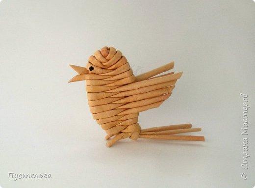 """Это птичка-невеличка для самых маленьких мастеров. Её можно сделать из 7 трубочек. Трубочки из трети листа потребительской бумаги """"Кондопога"""" скручены на спицу 1,2 мм. фото 13"""