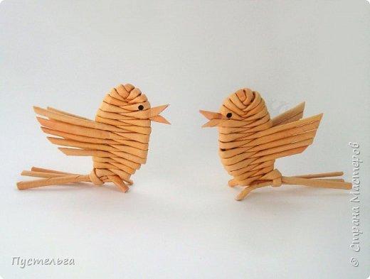 """Это птичка-невеличка для самых маленьких мастеров. Её можно сделать из 7 трубочек. Трубочки из трети листа потребительской бумаги """"Кондопога"""" скручены на спицу 1,2 мм. фото 14"""