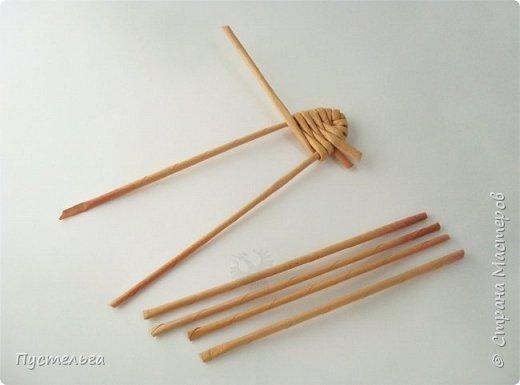 """Это птичка-невеличка для самых маленьких мастеров. Её можно сделать из 7 трубочек. Трубочки из трети листа потребительской бумаги """"Кондопога"""" скручены на спицу 1,2 мм. фото 6"""
