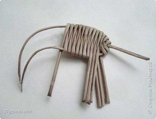 """Чем заняться в дождливый день? Сплести слонёнка! Всего 16 серых трубочек и одна белая для бивней. Трубочки из трети листа потребительской бумаги """"Кондопога"""". Спица 1,2 мм. фото 5"""