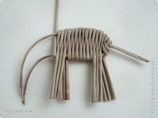"""Чем заняться в дождливый день? Сплести слонёнка! Всего 16 серых трубочек и одна белая для бивней. Трубочки из трети листа потребительской бумаги """"Кондопога"""". Спица 1,2 мм. фото 6"""
