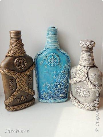 Продолжаю тему плетения. Попрактиковалась  на бутылочках. Первая пробу показывала здесь - https://stranamasterov.ru/node/1141638, плела косички для декора коробки конфет. А теперь взялась за бутылочки.