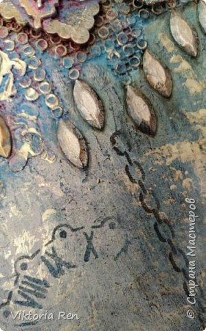 Здравствуйте! Моя новая работа. Панно выполнено в технике микс медиа. В работе использовала разную мелочевку, нитки, молды, трафарет, воски, структурную пасту, тонировка акриловыми красками. Рамку декорировала сама, была простая белая пластиковая. фото 5