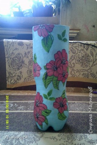 вот решила попробовать смастерить вазочку. Для этого использовала пластиковую бутылку, клей ПВА и салфетки  фото 5