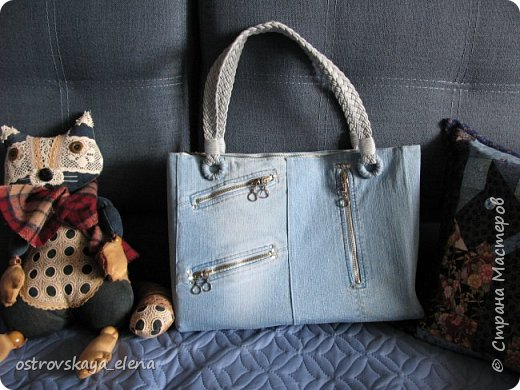 """Всем, ВСЕМ доброго времени суток, большая Страна! Сегодня я хочу вам показать, можно сказать, похвастаться своими сумочками, смастетюреными мной к весне-лету. Начну с джинса. Сумка сшита из моих старых джинс (ооочень мною любимых, НО выросла я из них """"слегка"""")))."""
