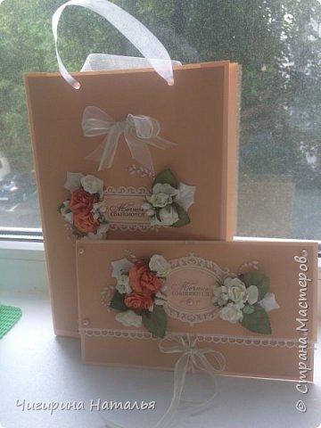 В последнее время денежный подарок становится все более актуальным. Но хочется сделать это красиво и оригинально) Вот что у меня из этого получилось: подарочный пакет и конверт в едином стиле.