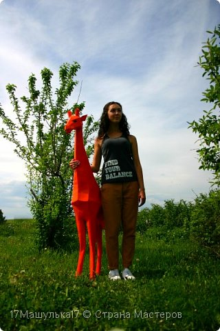 """Добрый день! Приветствую всех!  Давно меня здесь не было) Хочу представить вам мою скульптура - жирафа! Делала я её для сада, в высоту получился 160 см и вес 5 кг) Расскажу как все начиналось, месяца два назад я заинтересовалась паперкрафтом и полностью погрузилась в мир бумажных фигур, я целыми днями сидела и вдохновлялась людьми, которые создают разные шедевры из бумаги. Кому интересно, есть группа в контакте - """"Отборная макулатура"""" , где  есть множество разверток на любой вкус)  Так вот, первой моей работы была кошка, к сожалению фото не прилагаю, потому что не фотографировала её. Затем я сделала трофей панды, фото вы увидите ниже. Ну а потом я долго думала над тем, почему бы мне не сделать большую скульптуру в сад?  На следующий день я пошла купила плотную бумагу и с помощью специальной программы сделала развертку под рост 160см. Затем я распечатала детали и понеслааась работа) Делала я его месяц. Расскажу всё по порядку....   фото 9"""