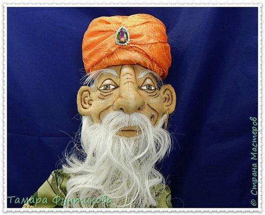 Сказочный герой  - старик Хоттабыч, выполнен в технике грунтованный текстиль.  Одежда вся съёмная.  Роспись лица гуашью. Борода из тресс  искусственных карнавальных париков  фото 2