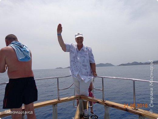 Утро....май...тепло...и море рядом проглядывает за дорогой! Это Алания,в Турции я!!! Неожиданное моё путешествие,не запланировано...Но так надоел наш холод в Башкирии...Выбрала в интернете горящую путёвочку на недельку и махнула к любимому морю... фото 14
