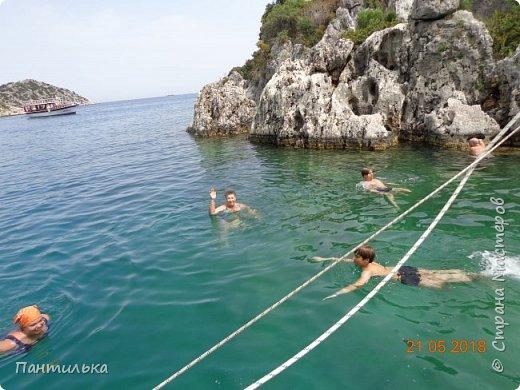Утро....май...тепло...и море рядом проглядывает за дорогой! Это Алания,в Турции я!!! Неожиданное моё путешествие,не запланировано...Но так надоел наш холод в Башкирии...Выбрала в интернете горящую путёвочку на недельку и махнула к любимому морю... фото 16