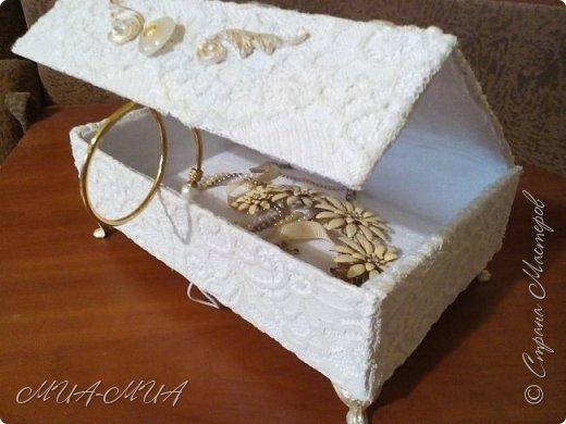 Доброго времени суток, Страна!!  Сегодня я к вам пришла со шкатулкой для доченьки к свадьбе. Попросила Дашенька небольшую шкатулку, которую потом можно использовать для ювелирных изделий. фото 1
