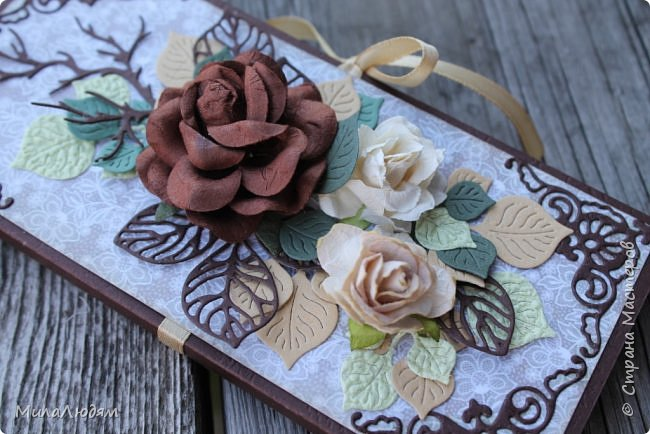 Всем доброго времени дня! Сегодня хочу показать две шоколадницы, сделанные по просьбе дочери в благодарность медицинским работникам. Фото на свежем воздухе, но в тени, солнце было очень яркое, все засвечивало. фото 20