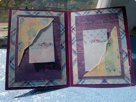 Здравствуйте, уважаемые соседи!!! Сделалось у меня еще пара открыток...Но создавая запись в блоге, выяснилось, что еще две открытки я не сфотографировала...Фотоаппарат лежит на работе, а открытки стоят дома на полочке...Но две я сегодня покажу и поделюсь с вами открытками моей дочери, которые она нам дарила на праздники, когда была еще маленькая и училась в начальных классах.Я их храню, как память о ней маленькой. А сейчас она уже, почти, взрослая, закончила 9 кл. и скоро станет студенткой.    Ну, смотрите. Вот такая сложилась открытка в фиолетовых тонах. Нашла в интернете набор бумаги и распечатала его, а потом собрала все в кучу. фото 8