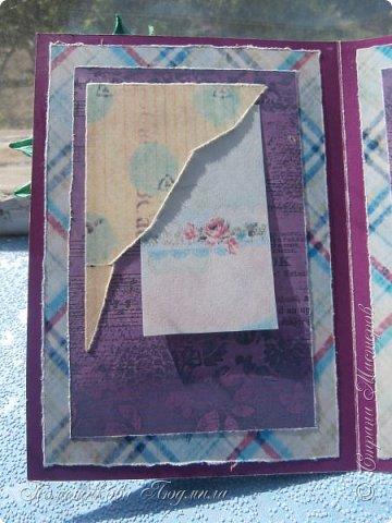 Здравствуйте, уважаемые соседи!!! Сделалось у меня еще пара открыток...Но создавая запись в блоге, выяснилось, что еще две открытки я не сфотографировала...Фотоаппарат лежит на работе, а открытки стоят дома на полочке...Но две я сегодня покажу и поделюсь с вами открытками моей дочери, которые она нам дарила на праздники, когда была еще маленькая и училась в начальных классах.Я их храню, как память о ней маленькой. А сейчас она уже, почти, взрослая, закончила 9 кл. и скоро станет студенткой.    Ну, смотрите. Вот такая сложилась открытка в фиолетовых тонах. Нашла в интернете набор бумаги и распечатала его, а потом собрала все в кучу. фото 9