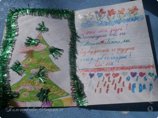 Здравствуйте, уважаемые соседи!!! Сделалось у меня еще пара открыток...Но создавая запись в блоге, выяснилось, что еще две открытки я не сфотографировала...Фотоаппарат лежит на работе, а открытки стоят дома на полочке...Но две я сегодня покажу и поделюсь с вами открытками моей дочери, которые она нам дарила на праздники, когда была еще маленькая и училась в начальных классах.Я их храню, как память о ней маленькой. А сейчас она уже, почти, взрослая, закончила 9 кл. и скоро станет студенткой.    Ну, смотрите. Вот такая сложилась открытка в фиолетовых тонах. Нашла в интернете набор бумаги и распечатала его, а потом собрала все в кучу. фото 20
