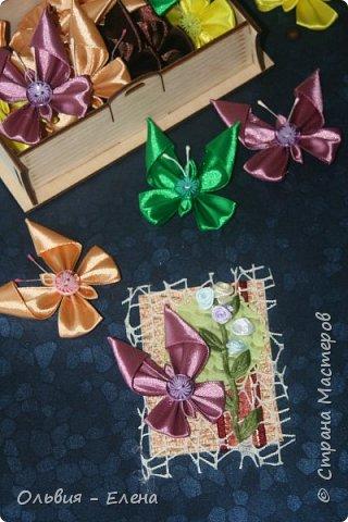 Всем добрый день или вечер!!! вот таких бабочек мы выпускаем Кристина сделала мне много бабочек из атласных ленточек и вот такие у нас получились карточки фотографировала на тёмном фоне чтобы можно было их разглядеть лучше так как должна почти всем получилось много карточек Вика . Викуля. Настя, Маша. Полина, Неля, Гульназ выбирайте если понравится, надеюсь никого не забыла кому должна карточки фото 11