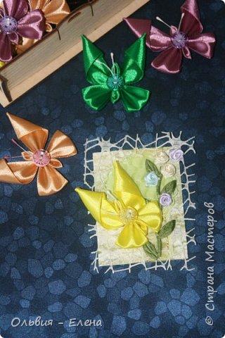 Всем добрый день или вечер!!! вот таких бабочек мы выпускаем Кристина сделала мне много бабочек из атласных ленточек и вот такие у нас получились карточки фотографировала на тёмном фоне чтобы можно было их разглядеть лучше так как должна почти всем получилось много карточек Вика . Викуля. Настя, Маша. Полина, Неля, Гульназ выбирайте если понравится, надеюсь никого не забыла кому должна карточки фото 4
